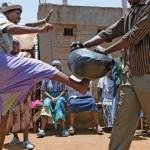 """Phụ nữ Kenya: Để tự vệ, các bà """"nội ngoại"""" học võ"""