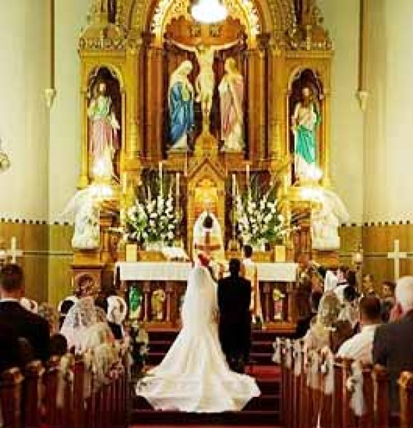 Giáo Hội có nhiều phương cách để hỗ trợ cho hôn nhân