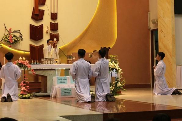 Thánh Lễ Tiệc Ly Thiếu Nhi thứ năm tuần Thánh 2017 tại GX Tân Việt