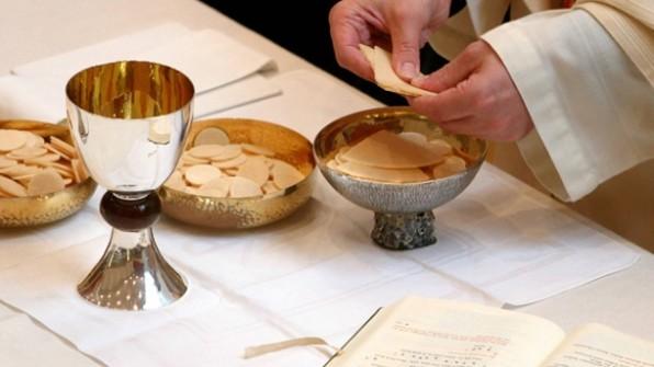Giải đáp phụng vụ: Chủ tế bẻ Bánh vào lúc nào?