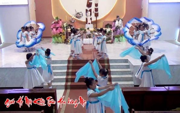 Giáo họ Môi Khôi Giáo Xứ Tân Việt Dâng Hoa Kính Đức Mẹ 2017