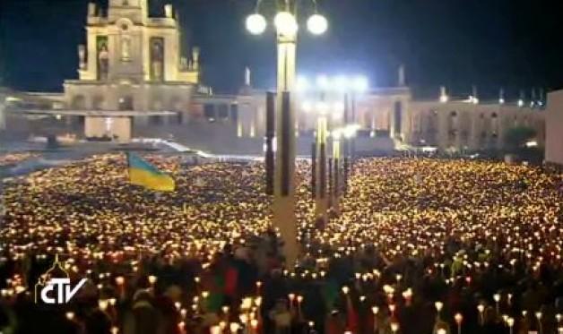 Video: Hàng triệu tín hữu đón chào Đức Thánh Cha tại linh địa Fatima