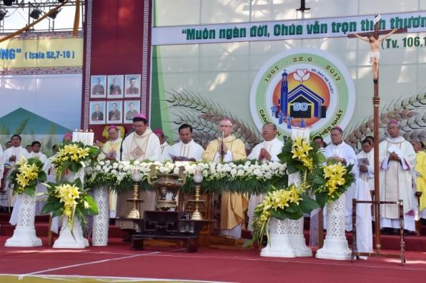 Video Thánh lễ khai mạc mừng Kim Khánh Giáo phận Ban Mê Thuột 22/6/2017