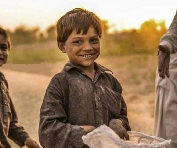 Giá trị một cốc sữa bò: Câu chuyện cậu bé nghèo trả ơn người cứu đói