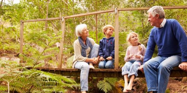 Các ông bà nội ngoại chiều cháu quá… có làm hư cháu không?