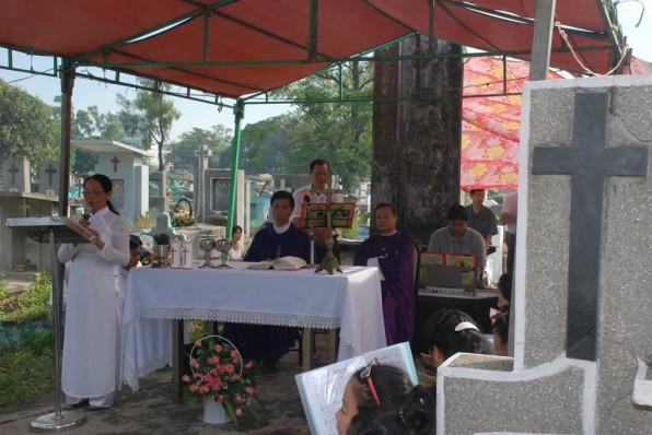 Thánh lễ cầu cho các LH của GX Tân Việt tại Bình Hưng Hòa(02/11/2015)
