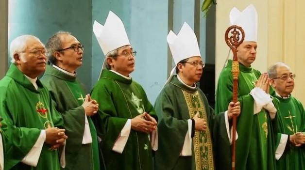 Đức Tổng Giám mục Marek Zalewski dâng Thánh lễ tại nhà thờ Đức Bà – Sài Gòn : Ta ở cùng với Chúa Giêsu hay chống Chúa Giêsu ?