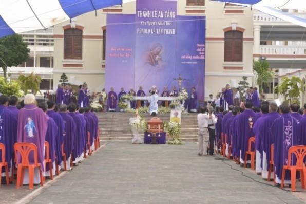 Thánh lễ an táng cha cố Phaolô Lê Tấn Thành
