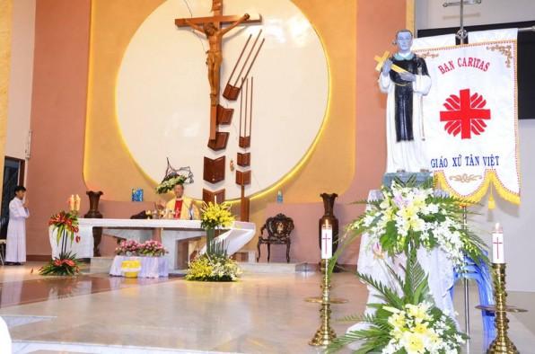 Giáo xứ Tân việt mừng bổn mạng ban Caritas và giáo khu Martino.
