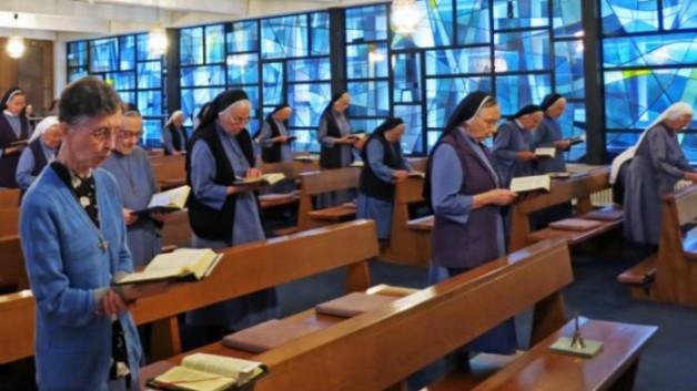 Các nữ tu chuẩn bị sống không có thánh lễ hàng ngày