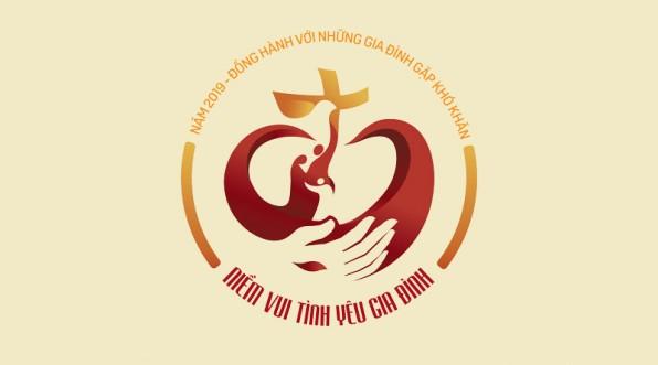 """Logo Năm Mục Vụ Gia Đình 2019: """"Đồng hành với những gia đình gặp khó khăn"""""""
