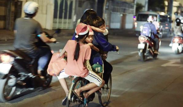 Bức ảnh lay động trái tim: Ở đâu có yêu thương, ở đó có Giáng sinh hạnh phúc
