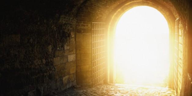 Dụ ngôn phòng chờ ánh sáng hay chuyện gì xảy ra lúc lâm chung?