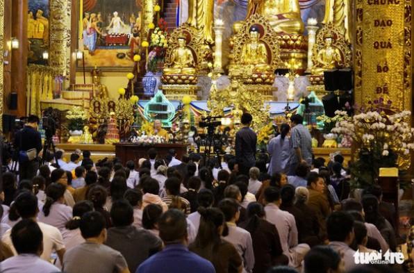 Nhân chuyện chùa Ba Vàng, thế nào là mê tín dị đoan?