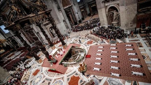 ĐTC truyền chức 19 tân linh mục