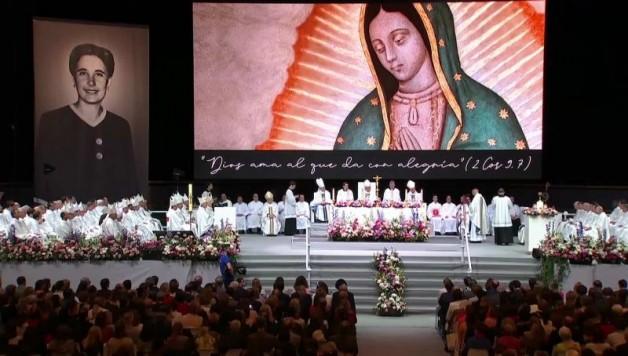ĐGH Phanxicô yêu cầu vỗ tay cho Guadalupe Ortiz de Landázuri vừa được phong chân phước