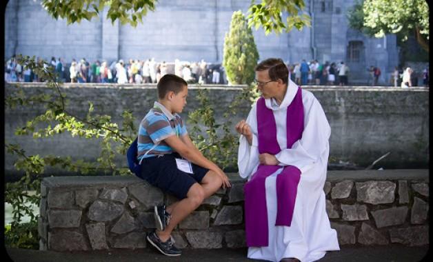 Tại sao người Công Giáo xưng tội với một linh mục thay vì trực tiếp với Thiên Chúa.