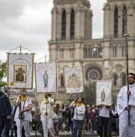 Rước kiệu Đức Mẹ long trọng từ sau vụ hỏa hoạn Nhà thờ Đức Bà Paris