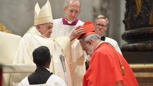 Giáo hội có 13 tân Hồng y – Phẩm phục Hồng y màu đỏ có nghĩa gì?