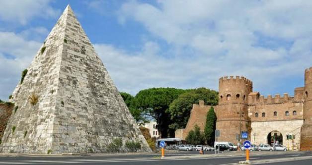 Vì sao lại có kim tự tháp này ở giữa thành Rome?