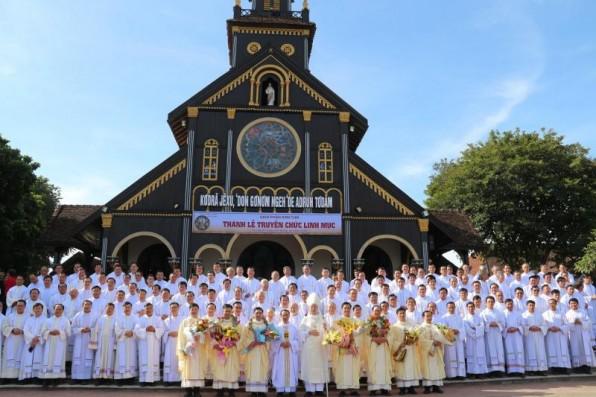 Giáo phận Kontum: Thánh Lễ Truyền Chức Linh Mục