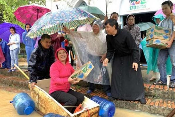 Việt Nam: Lũ lụt tàn khốc gây thiệt hại nặng nề người và của