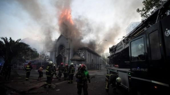 Hai nhà thờ ở Chile bị đốt; lãnh đạo Giáo hội lên án bạo lực
