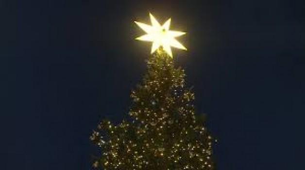 """Cảnh Giáng sinh và cây thông Noel ở Vatican là """"dấu chỉ của hy vọng"""" chống Covid-19"""