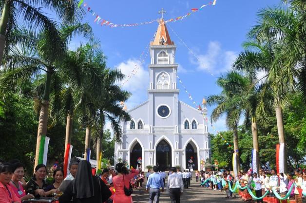 Thánh lễ tạ ơn Cung hiến ngôi nhà thờ Giáo xứ Tân Khai giáo phận Phú Cường.