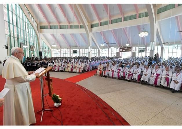 Đức Thánh Cha gặp các linh mục, tu sĩ Bangladesh