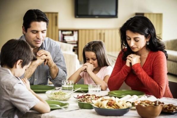 7 điều con cái của bạn sẽ học được trong những bữa ăn đều đặn của gia đình