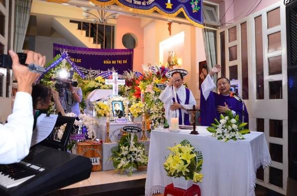 27.4,2018 GX Tân Việt kính viếng Bà Cố Cha Maximo Ngô Vĩnh Hy.