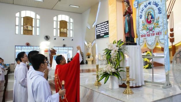 Giáo xứ Tân việt : Hội Các Bà Mẹ Công Giáo mừng bổn mạng 12/7/2018.