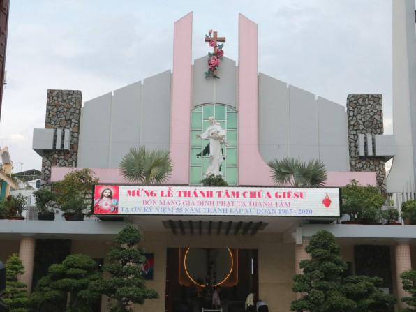 Giáo xứ Tân Việt Gia đình Phạt tạ Thánh Tâm mừng bổn mạng
