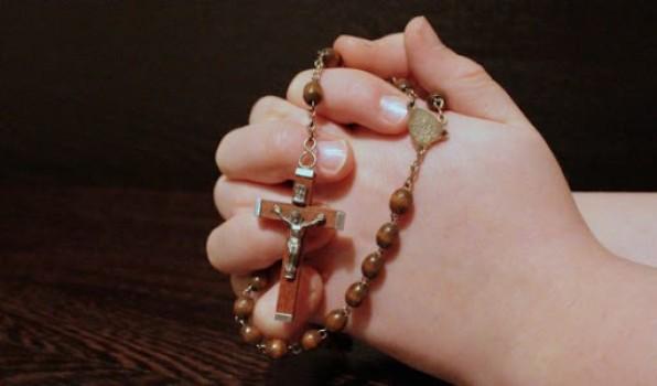 Cầu nguyện với Kinh Mân Côi