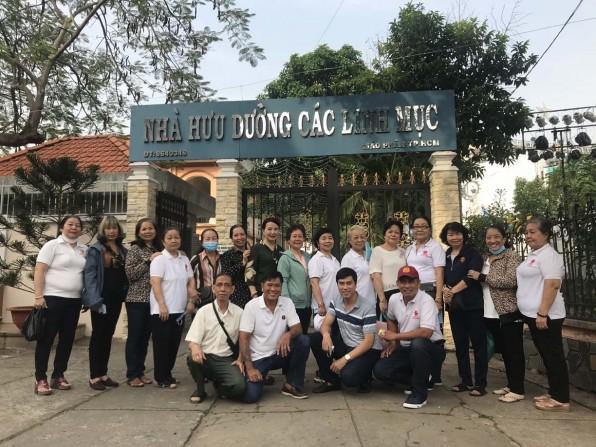 Giáo xứ Tân Việt: Thăm chúc tết các Cha hưu dưỡng