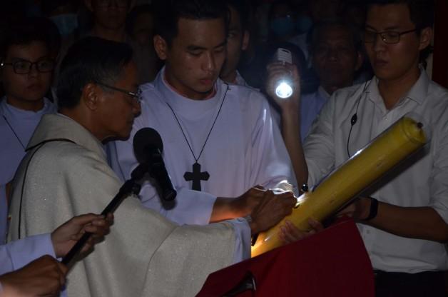 Giáo xứ Tân Việt: Canh thức Vượt Qua
